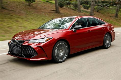 toyota avalon 2019 toyota avalon drive a flagship split in two