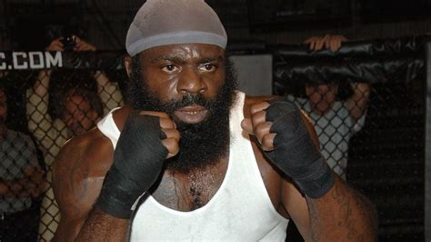 kimbo slice backyard mma fighter kimbo slice dies aged 42 after being taken to