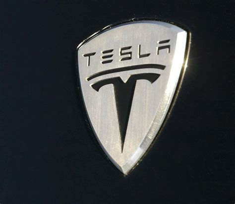 Logo Tesla Why Are Elon Musk And Apple Officials Talking
