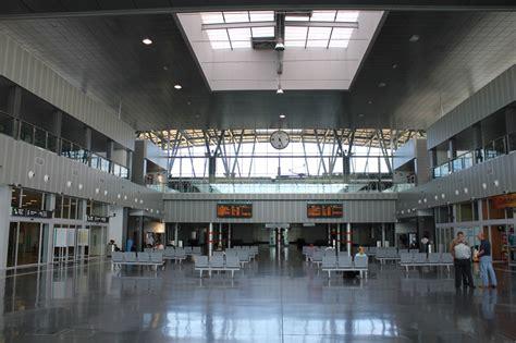 file burgos train station interior jpg wikimedia commons