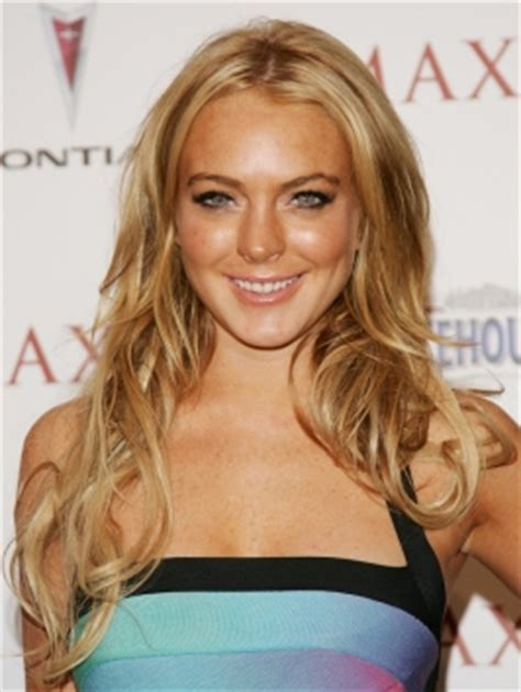 lindsay lohan with medium ash blonde hair very long and curly source hairstyles7 net celebrity hairstyles lindsay lohan long blonde hairstyle
