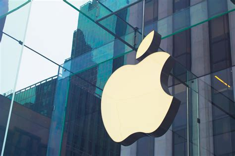 apple company apple invests nearly a billion bucks in california solar