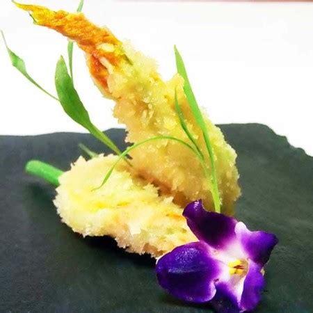 fiori di zucca ripieni di gamberi gamberi e fiori di zucca ripieni di ricotta fresco pesce