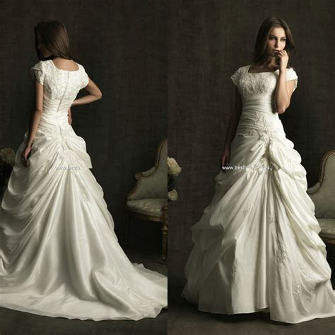 8 Absolutely Beautiful Wedding Dresses by Square Neckline Chapel Pleat Plus Size Wedding Gowns