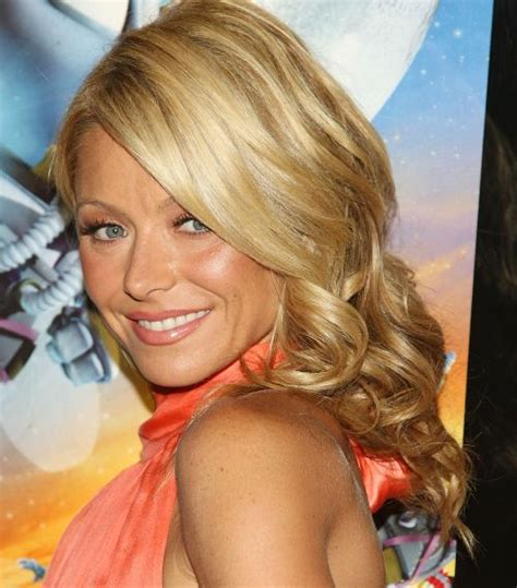 how do they curl kelly rippas hair kelly ripa hairstyles careforhair co uk