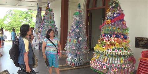 membuat pohon natal dari barang bekas pohon natal setinggi 3 meter di bali dibuat dari bahan