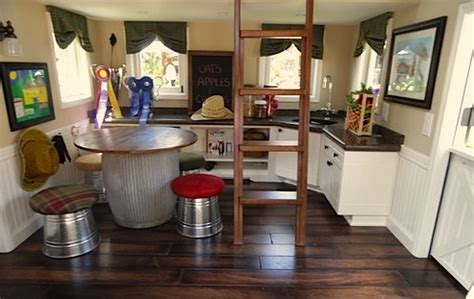 Playhouse Kitchen Furniture by Using Vintage Furniture In Playhouses Smart Idea And Trendy