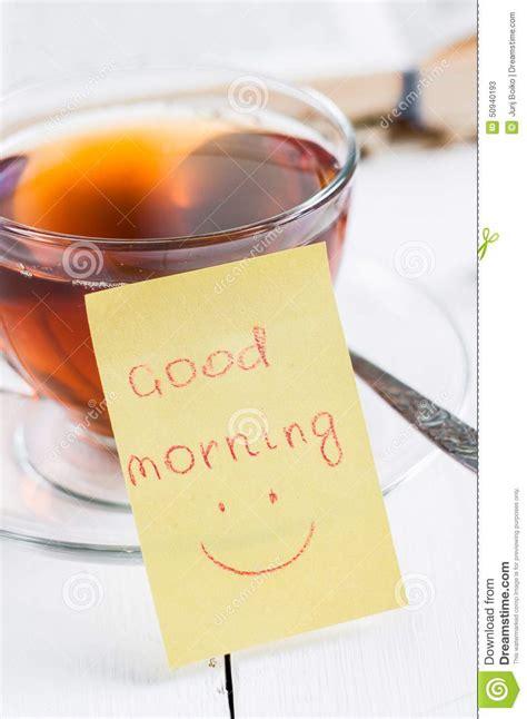 buongiorno con il t 232 della tazza e di sorriso fotografia