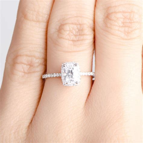 Engagement Rings On The Fingers by Wedding Ring On Finger Engagement Rings Awesome