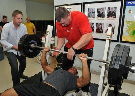 bench press no spotter lifting spotter