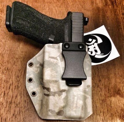 light bearing shoulder holster light bearing glock17 iwb in multicam pattern glock