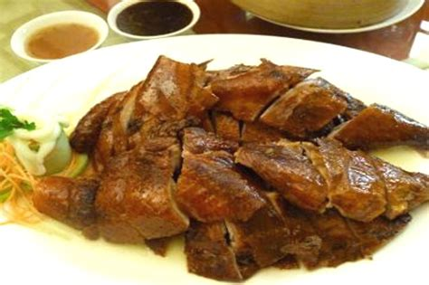 Hidangan Istimewa Ayam Bebek makan siang istimewa bebek peking yang renyah garing
