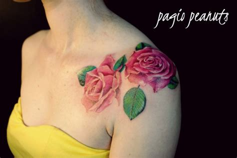pinks tattoo on her shoulder realistic pink roses tattoo shoulder tattoos