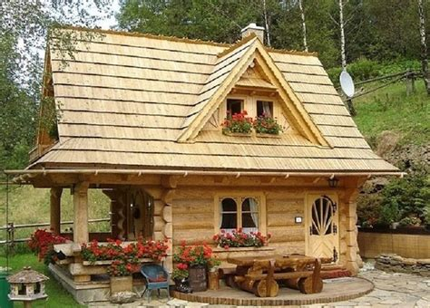 Tiny House Cabins | 9 perfect log cabin homes that were built for less than