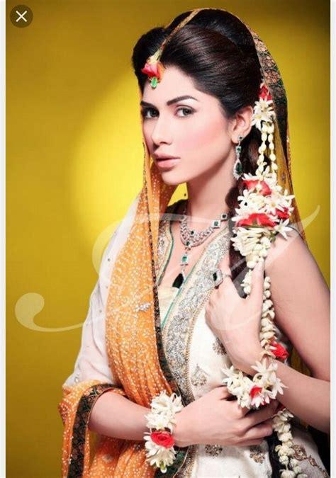Pin By Sarvat Amaz On Mayoun Mehndi Dress Pinterest