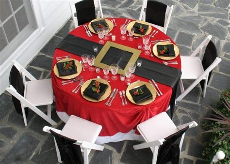 santa table table settings