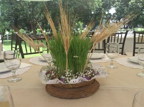 centro de mesa con espigas centros de mesa con uvas germinado y espigas de trigo