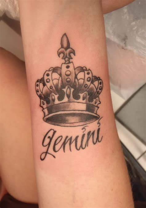 queen henna tattoo i am queen temporary tattoo on wrist photo 2 2017 real