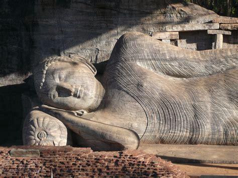 reclining buddha sri lanka polonnaruwa