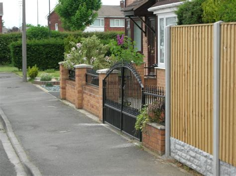 Garden Wall Railings Brick Front Garden Wall With Iron Railings Bricklaying