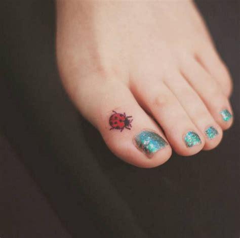 17 tatuajes sencillos y peque 241 os zeleb es