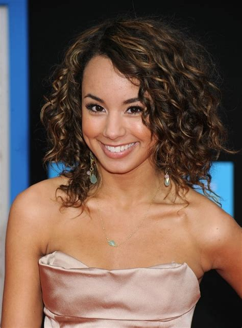 Shoulder Length Hairstyles Curly by 15 Stylish Shoulder Length Hairstyles And Haircuts For