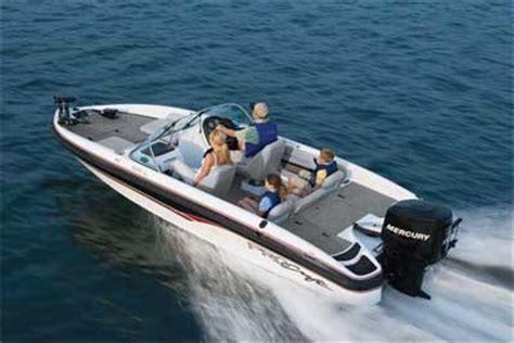 fish and ski boats at bass pro procraft