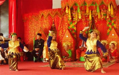 Payung Tari Brukat Hias Tradisional blogblogan suku minangkabau