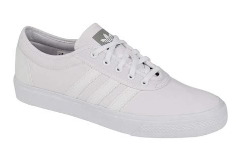 Sneaker White 13 white canvas sneakers to wear the hell out of this
