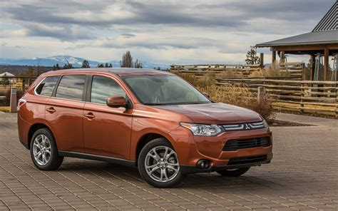 mitsubishi suv 2014 2014 mitsubishi outlander gt front three quarters photo 23