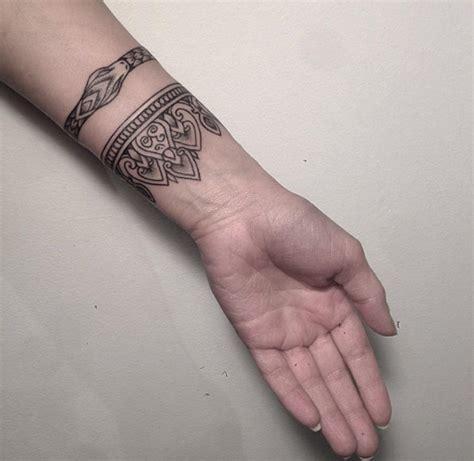 40 Stylish Armband Tattoos For Men Women Tattooblend Armband Tattoos For 3