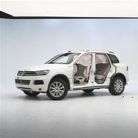 2011 volkswagen touareg 31 mph side impact test eurocar news 2011 volkswagen touareg is the only large suv to earn iihs top safety pick