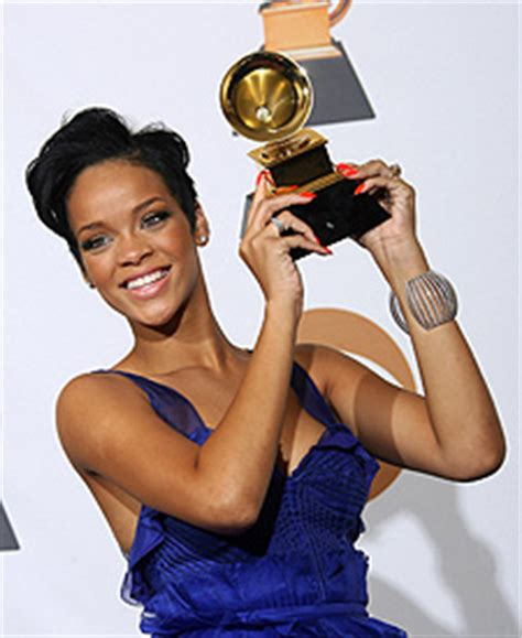 Rihanna In Post Grammys Car Crash by Rihanna Involved In Car After Grammy Awards