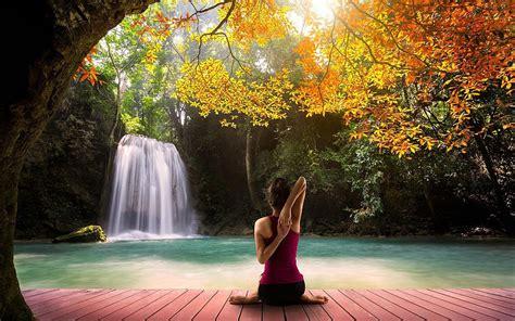 imagenes yoga mujer hatha yoga verde modelo de mujer hermosa cascada de