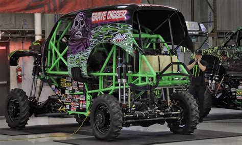 monster truck show seattle grave digger driver hurt in crash at monster truck rally