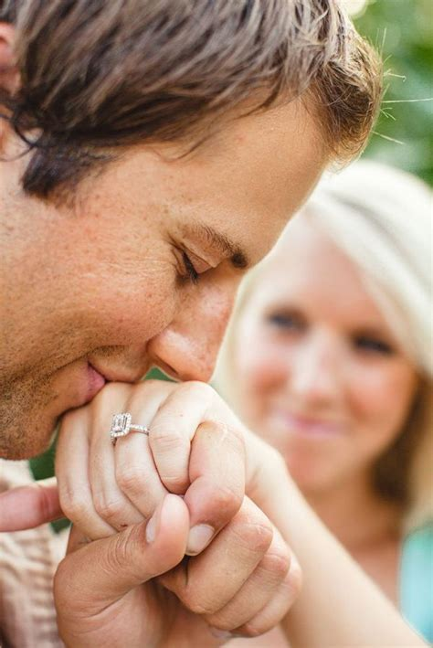 Wedding Ring Enlargement by 20 Amazing Pose Ideas For Engagement Photos Ring