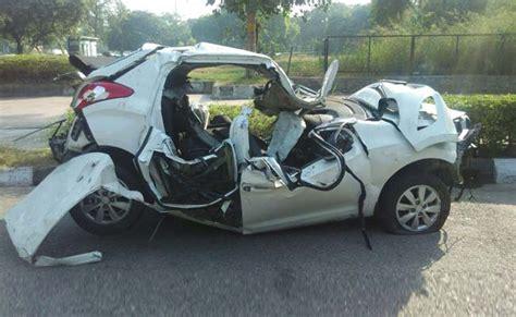 car crash in delhi s early morning car crash leaves crumpled hyundai 2