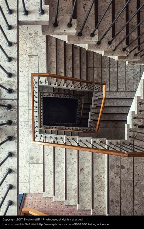altbau treppenhaus treppenhaus altbau marmor ein lizenzfreies stock