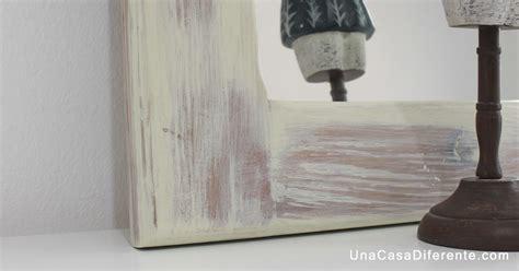 pintar marco de madera  blanco envejecido una casa