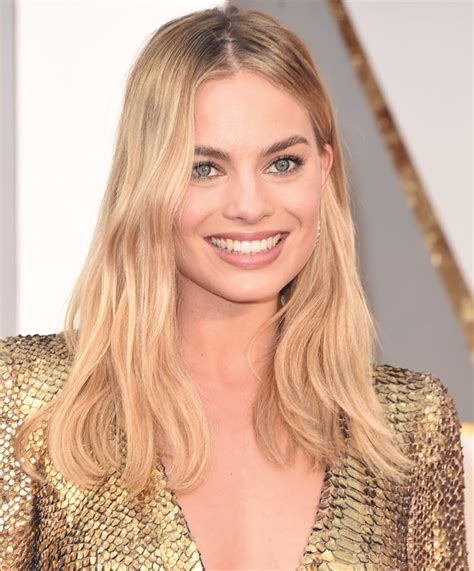 margot robbie headshot you ll be surprised to know margot robbie is just like you