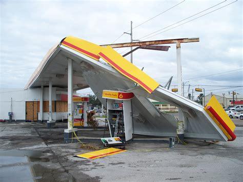 file hurricane ike bridge city tx shell gas station jpg wikimedia commons