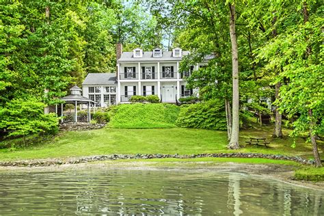 9 beautiful lake homes for sale lake house real estate