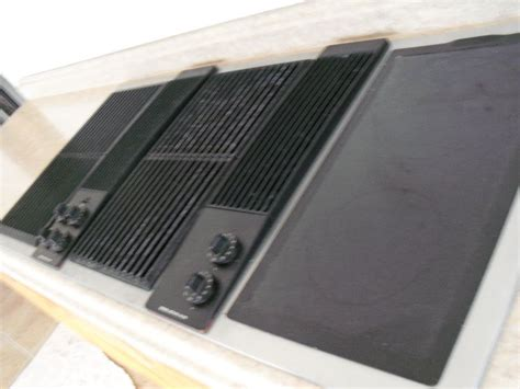 jenn air electric cooktop with grill jenn air electric 3 bay downdraft cooktop grill on popscreen