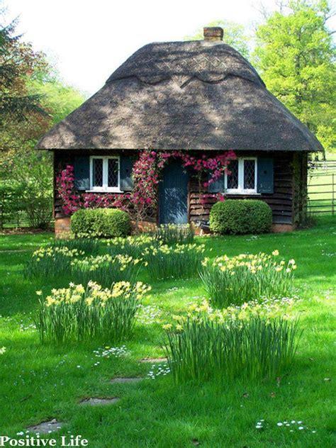 cozy cottage garden dreams pinterest