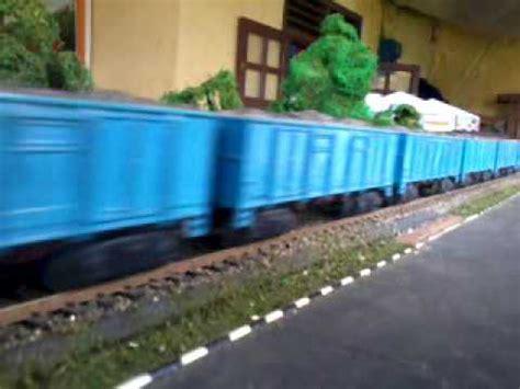 miniatur kereta api indonesia batubara