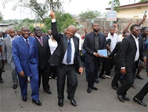 André Mba Obame Est Mort by Gabon La Mort De L Opposant Andr 233 Mba Obame Provoque