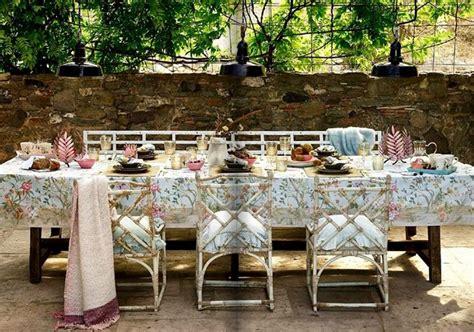 apparecchiare tavola in giardino idee per apparecchiare la tavola in estate casalinghi