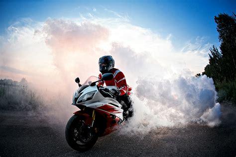 Motorradfahrer Bilder Kostenlos by Hintergrundbilder Helm Motorrad Motorradfahrer Rauch