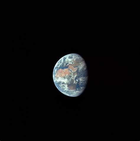 earth s file apollo 11 earth jpg wikimedia commons