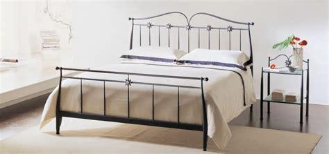 letti moderni in ferro battuto letto in ferro battuto con decorazioni in vetro di murano